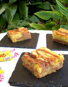 Brownie marbré au chocolat blanc & Carambars façon cheesecake