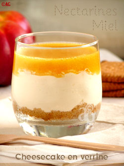Cheese-cake (sans cuisson) en verrine, au miel & coulis de nectarines