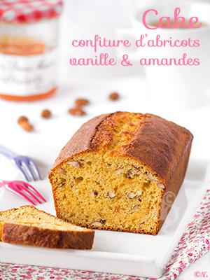 Cake à la confiture d'abricots, vanille & amandes