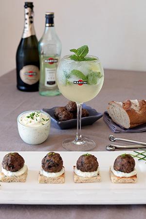 Polpettine / mini boulettes de viande au fenouil, ricotta & ciboulette – Aperitivo by Martini