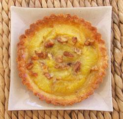 Tartelettes aux prunes & caramel de miel aux noix
