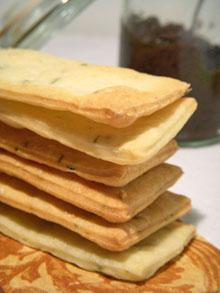 """Crackers """"maison"""" au fromage de chèvre & thym"""