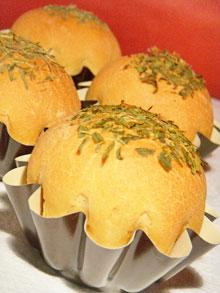 Briochettes au beurre de brebis & herbes aromatiques