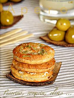 Galettes apéritives au Pecorino, fleur de sel & romarin ou Olives vertes & sésame