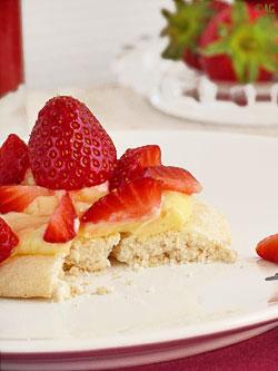 pavlova au lemon curd et fraises