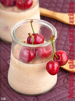Mousse glacée de cerises & copeaux de chocolat