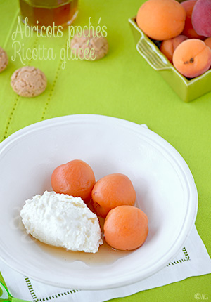 Abricots pochés à la verveine & vanille – Ricotta glacée
