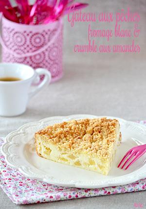 Gâteau aux pêches, fromage blanc & crumble aux amandes