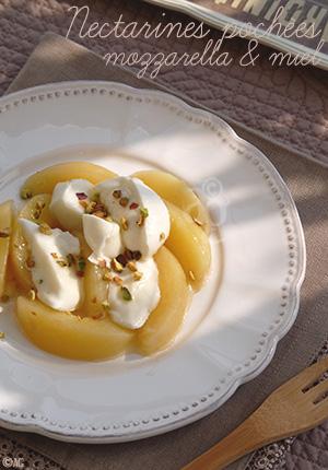 Nectarines pochées au romarin, mozzarella & miel