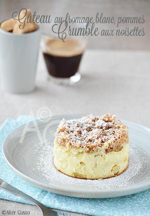 Gâteau au fromage blanc, pommes & crumble aux noisettes – Crumb cake & tendances du moment