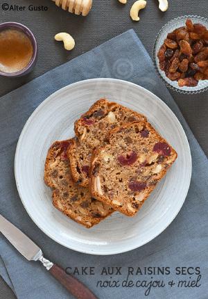 Cake aux raisins secs, noix de cajou & miel