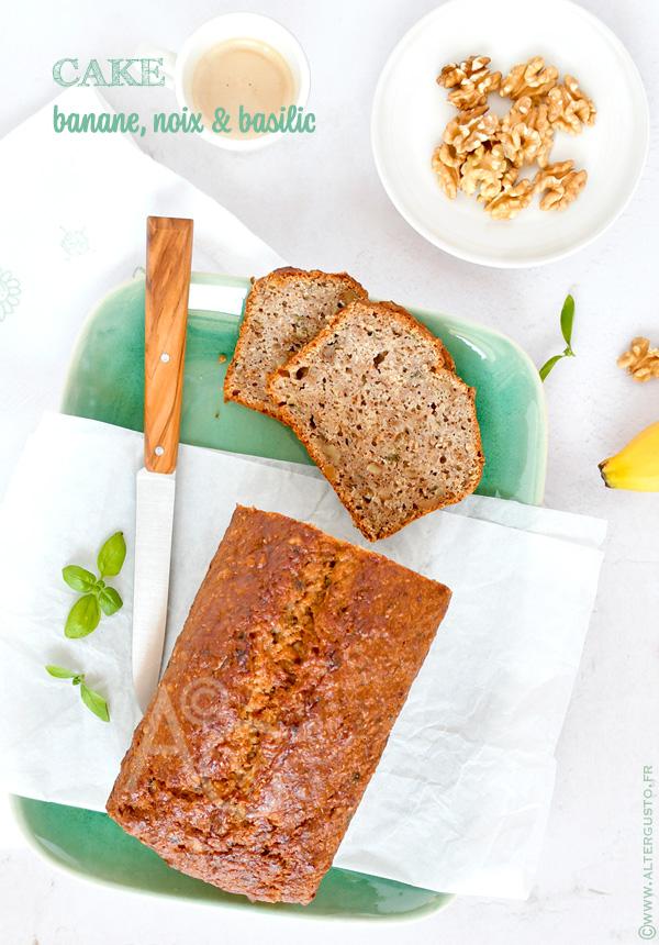 Cake à la banane, noix & basilic